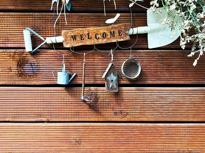 upcycled welcome sign
